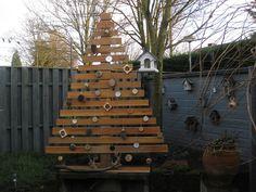 Buitenboom van afvalhout