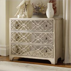 Hooker Furniture Sanctuary Fretwork Chest in Pearl Essence - 3023-85001