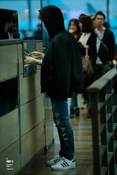 Baekhyun - 141026 Beijing Airport departure and Incheon Airport arrival - 6/6Credit: Honey B. (베이징공항 출국, 인천공항 입국)