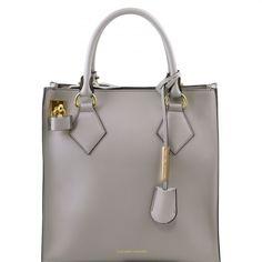 Diese italienische leder Handtasche hat 1 Fach Reißverschlussfach Multifunktion-Fächer Beschläge Goldfarbenes Metall - € 216,00