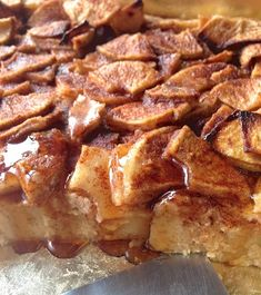 Apple french toast bake from King Arthur Flour. Really delicious make ahead brunch recipe. Apfel French Toast, French Toast Bake, French Toast Casserole, Breakfast Casserole, What's For Breakfast, Breakfast Dishes, Breakfast Recipes, Morning Breakfast, Christmas Brunch