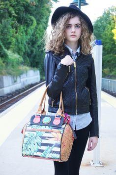Izzy with the Falcony Islander bag!