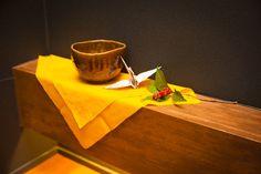 茶器、折り鶴、千両