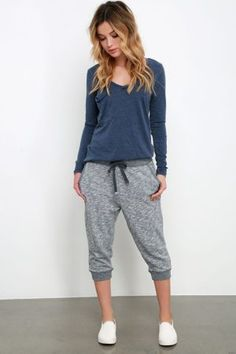 Take a look at the best winter jogging pants outfit in the photos below and get ideas for your outfits! Uma leitora me perguntou e eu vim responder! Ela me contou que tinha comprado uma jogging pant, ou vulgo… Continue Reading → Lazy Day Outfits For School, Lazy Outfits, Sporty Outfits, Cute Outfits, Fashion Outfits, Teen Fashion, Sporty Fashion, Mod Fashion, Summer Outfits
