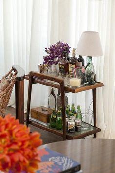 Home Bar Decor, Bar Cart Decor, Home Decor Kitchen, Open Plan Kitchen Living Room, Home Living Room, Bandeja Bar, Interior Exterior, Interior Design, Kitchen Island Bar