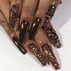 Pin by Dominique Arleane on beauty \\ nails. Fabulous Nails, Gorgeous Nails, Pretty Nails, Long Nail Designs, Beautiful Nail Designs, Fancy Nails, Bling Nails, Sparkle Nails, Stiletto Nails