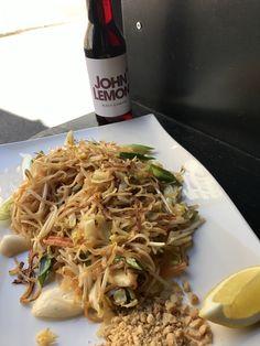 #padthai and #lemonade Thai Dishes, Japchae, Lemonade, Ethnic Recipes, Food, Essen, Meals, Yemek, Root Beer