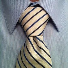 pratt knot tie on white and blue striped tie Tie Knot Styles, Cool Tie Knots, Art Of Manliness, Sharp Dressed Man, Mans World, Men Dress, Mens Fashion, Necktie Knots, Blade