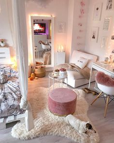 Girl Room Decor Ideas - How can a teenage girl decorate a small bedroom? Girl Room Decor Ideas - How do you decorate a small bedroom? Bedroom Decor For Teen Girls, Cute Bedroom Ideas, Girl Bedroom Designs, Room Ideas Bedroom, Small Room Bedroom, White Bedroom, Master Bedroom, Small Rooms, Unique Teen Bedrooms
