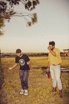 #filmphotography #sunset #friends #tree #grass Film Photography, Grass, Hipster, Sunset, Friends, World, Style, Amigos, Swag