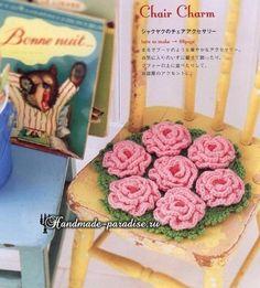 from Crochet pretty color Crochet Art, Love Crochet, Crochet Flowers, Pot Holders, Make It Simple, Carpet, Chair, Rose, Pretty