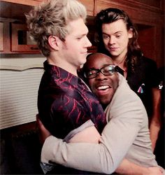 niall is like get away crazy person and harry is in the back trying not to laugh this is awesome.