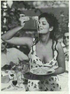 So this is how you eat pasta! Happy Birthday to Italian Tunisian actress Claudia Cardinale (born on the of April in Claudia Cardinale, Italian Beauty, Italian Style, Classic Italian, Foto Glamour, Italian Girls, Italian Wife, Italian People, Black And White Photography