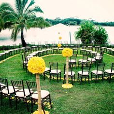 Spiral seating arrangement. Everyone gets a front seat view of the walk down the aisle! <3