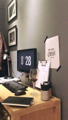 Escritório na sala pode? Se for lindo assim COM CERTEZA!
