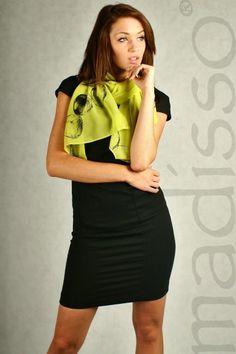 Zielony szal damski z nadrukiem - jabłka MADISSO