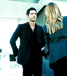 "marvelockd: ""Lucifer + locks 1x01"" And the fact that he never stays in the car, like Castle but sassier."