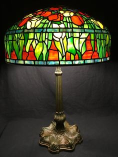 Tulip // Tiffany style stained glass table lamp // citrus colors // colorful floral shade Stained Glass Table Lamps, Stained Glass Projects, Best Desk Lamp, Large Lamps, I Love Lamp, Tiffany Lamps, Unique Lamps, Lamp Design, Interior Styling