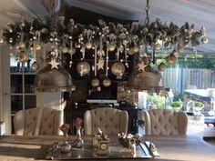 Bekijk de foto van Binkyjef met als titel Kerst tak boven de eettafel, nog mooier als vorig jaar ieder jaar beetje anders Erg leuk om te doen en andere inspirerende plaatjes op Welke.nl.