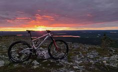 "Lauri Hulkkonen sanoo Instagramissa: ""Lapland July and #midnightsun 🎨 #stamina140 #levilapland @polebicycles #staminapole #polebicycles #canecreek #leviski @levi.ski"" Midnight Sun, Mountain Biking, Finland, Skiing, Activities, Adventure, Sunset, Landscape, Park"