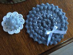 Zeeuwse knoop, staat als rond kussen op: http://blij-dat-ik-brei.blogspot.nl/