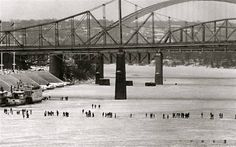 1977 Blizzard, walking across the Ohio River in Cincinnati OH