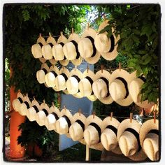 Wedding Gifts For Guests i love the idea of straw hats for guests at a summer outdoor wedding! Wedding Favours, Wedding Gifts, Party Wedding, Havanna Party, Havana Nights Party, Cuban Party, Destination Wedding, Wedding Planning, Wedding Ideas
