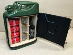How to Turn a Jerry Can into a Portable Mini Bar – DIY projects for everyone! Mini Bars, Diy Projects Plans, Woodworking Projects, Woodworking Plans, Woodworking Magazines, Diy Projects For Men, Woodworking Apron, Jerry Can Mini Bar, Bar Plans