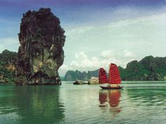 he weather is warm and the rainfall level is low, you should be able to enjoy your stay in Halong bay, you should not forgot to bring along hat, umbrella, sunglass and sunscreen to prevent sunburn Vietnam Holidays, Ha Long Bay, Vietnam Travel, Travel Agency, Writing Inspiration, Concept Art, Sailing, Beautiful Places, How To Memorize Things