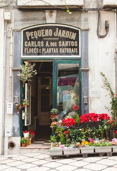Travel Inspiration for Portugal - exploring the beautiful shops in Lisbon #portugal #travel #travelinspiraton