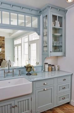 moois en liefs/farmhouse sink,glass cabinet,transom, wooden floors