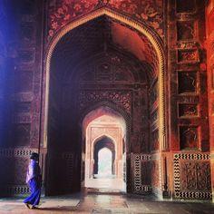 Wandering the walls of the Taj Mahal.