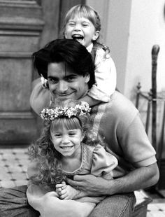 Full House - John Stamos, Ashley Olsen and Mary Kate Olsen - Behind the Scenes: Season 5 Episode 'The Devil Made Me Do It'. Mary Kate Olsen, Mary Kate Ashley, Oncle Jesse, Tio Jesse, Movies Showing, Movies And Tv Shows, Michelle Tanner, Paddy Kelly, I Love Cinema