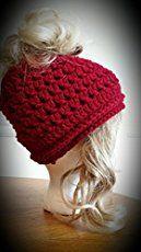 loom knit your own Messy Bun Hat Loom Crochet, Loom Knit Hat, Crochet Beanie, Knitted Hats, Crochet Hats, Free Crochet, Round Loom Knitting, Loom Knitting Projects, Loom Knitting Patterns