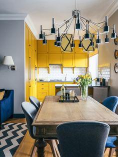 Cozinha amarela - apartamento azul e amarelo em Moscou