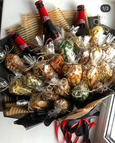 Man Bouquet, Food Bouquet, Gift Bouquet, Birthday Basket, Diy Birthday, Birthday Gifts, Alcohol Gift Baskets, Alcohol Gifts, Five Senses Gift