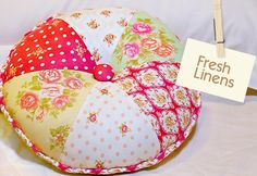 DIY Fresh Linens: Layer Cake Round Wedge Pillow {INCLUDES PRINTABLE PATTERN}