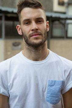 Simon Porte Jacquemus by Sabine Mirlesse Lapo Elkann, French Man, Man About Town, Sexy Beard, Parisian Chic, Hair And Beard Styles, Male Body, Stylish Men, Gorgeous Men