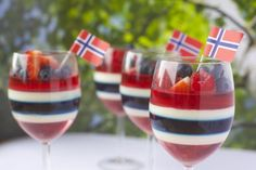 Kreativ gelé og panna cotta dessert til ----Creative of May dessert 17. Mai, Panna Cotta, Constitution Day, Norwegian Food, Norwegian Recipes, Dessert Drinks, Summer Drinks, Tasty Dishes, Just Desserts