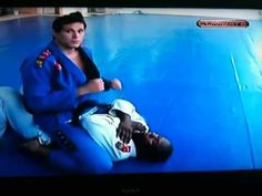 Roger Gracie – Cross Collar Choke (nifty move. Also, how ridiculously attractive is Roger Gracie?!)