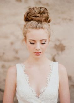 Messy high top bun for a bride. Photography by Elizabeth Messina.