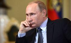 Наученный горьким опытом Путин не спешит возлагать на Трампа большие надежды, считает американский Time. Российский президент готов к диалогу с Вашингтоном, однако отмечает, что в ухудшении двусторонних отношений Москва не виновата. Поэтому, делает вывод американский журнал, по мнению Путина, «предложения должны исходить от Трампа».