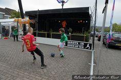 Op het Piet van Thielplein waren vele activiteiten voor de jeugd om de Vrijheid te vieren op 5 Mei