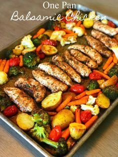 Pan Balsamic Chicken Dinner Save Print Prep time 10 mins Cook time 30 mins Total time 40 mins Let me introduce you to the perfect Summer meal, one pan balsamic chicken! There is hardly any prep time but tons of f Healthy Diet Recipes, Clean Eating Recipes, Clean Eating Snacks, Healthy Food, Raw Food, Dessert Healthy, Paleo Food, Clean Eating Pasta, Keto Recipes