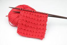 Punto Andaluz. Aprende a tejer Punto Andaluz a Dos Agujas con este tutorial explicado paso a paso. Blog Paca La Alpaca. ¡Visita nuestra Tienda! Knitting Help, Knitting Stiches, Hand Knitting, Fingerless Gloves Knitted, Knitted Hats, Crochet Baby, Knit Crochet, Stitch Patterns, Knitting Patterns