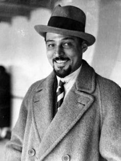 Candid photo of Rudolph Valentino Hollywood Music, Hollywood Icons, Hollywood Fashion, Hollywood Actor, Hollywood Stars, Classic Hollywood, Old Hollywood, Rudolph Valentino, Growing Facial Hair