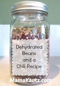 Dehydrated Beans and a Chili Recipe! What a great idea to make this complete recipe ahead of time and store it in a mason jar! *The recipe looks mighty tasty, too! Mason Jar Meals, Meals In A Jar, Mason Jars, Emergency Food, Survival Food, Canning Recipes, Chili Recipes, Canning Tips, Jar Recipes