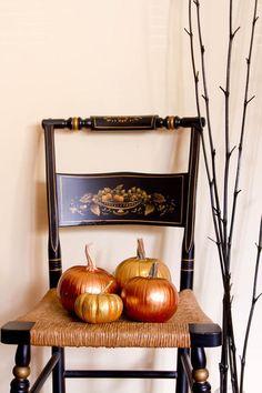 Lisa Frederick on Houzz.com: painting pumpkins.  Nice suggestions.