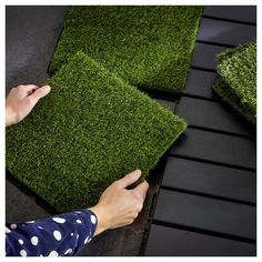 IKEA - RUNNEN, Decking, outdoor, artificial grass, You can choose to only have artificial grass in green or combine with other colors of RUNNEN. The floor decking is easy to care for and simple to secure in place by clicking the plates together. Deck Design, Landscape Design, Garden Design, Backyard Patio, Backyard Landscaping, Laying Decking, Artificial Turf, Artificial Grass Balcony, Diy Deck