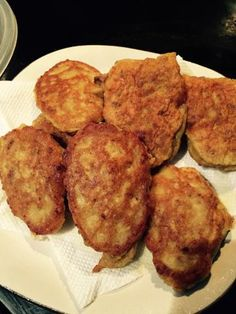 Yummy diced corned beef in a batter. Canned Corned Beef Recipe, Corned Beef Hash, Corned Beef Recipes, Mince Recipes, Cooking Recipes, Corn Meat Fritters, Corned Beef Fritters, Beef Pies, Australian Food